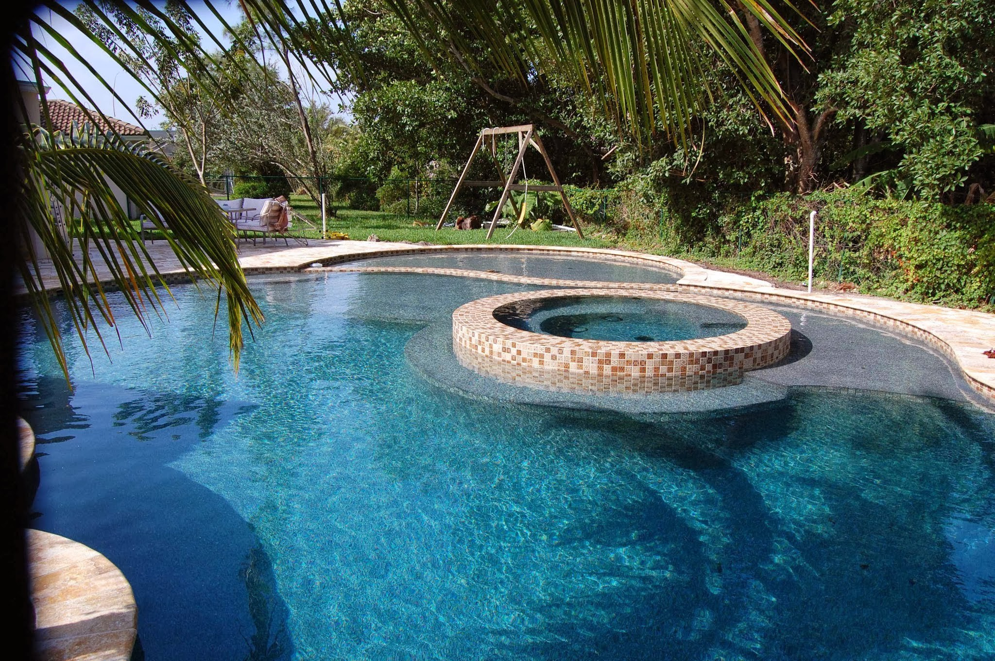 Kontraktor kolam renang unik